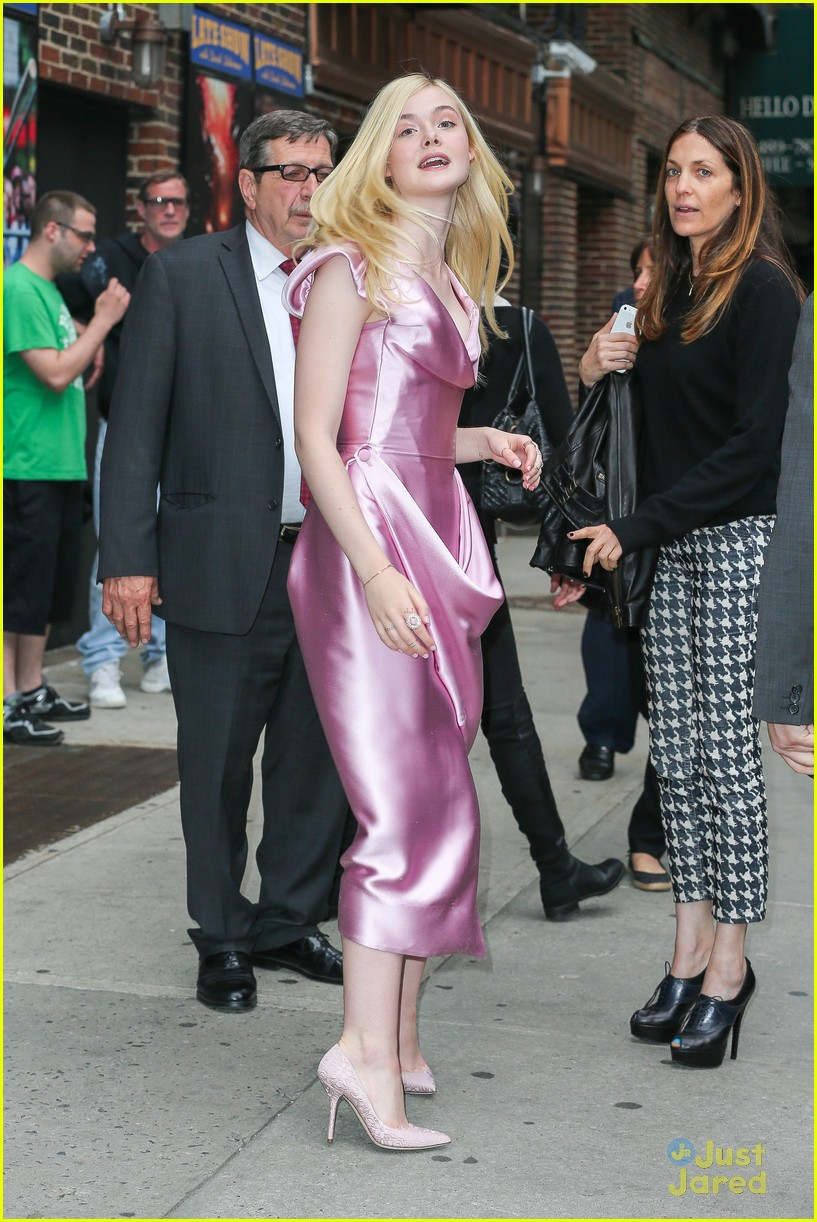 elle fanning letterman pink dress 073113797