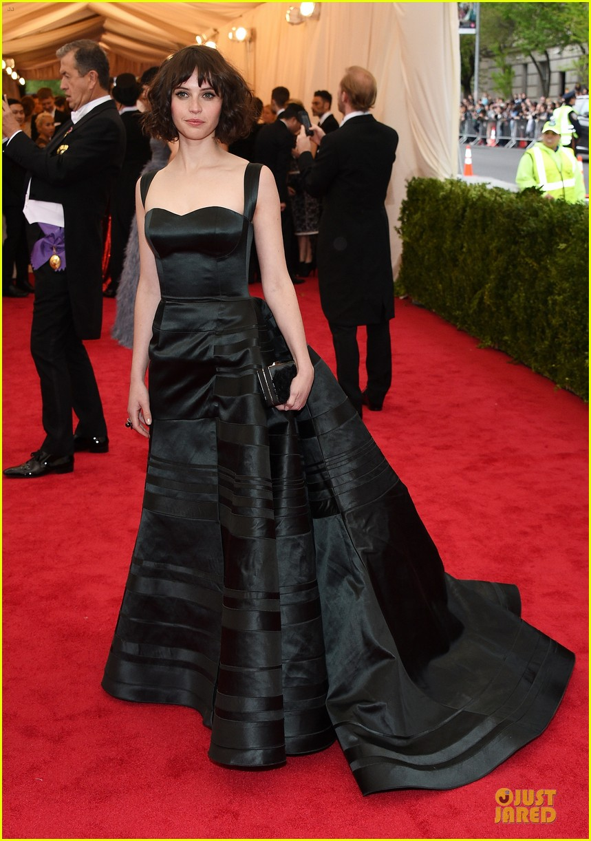 felicity jones amazing met ball 2014 01