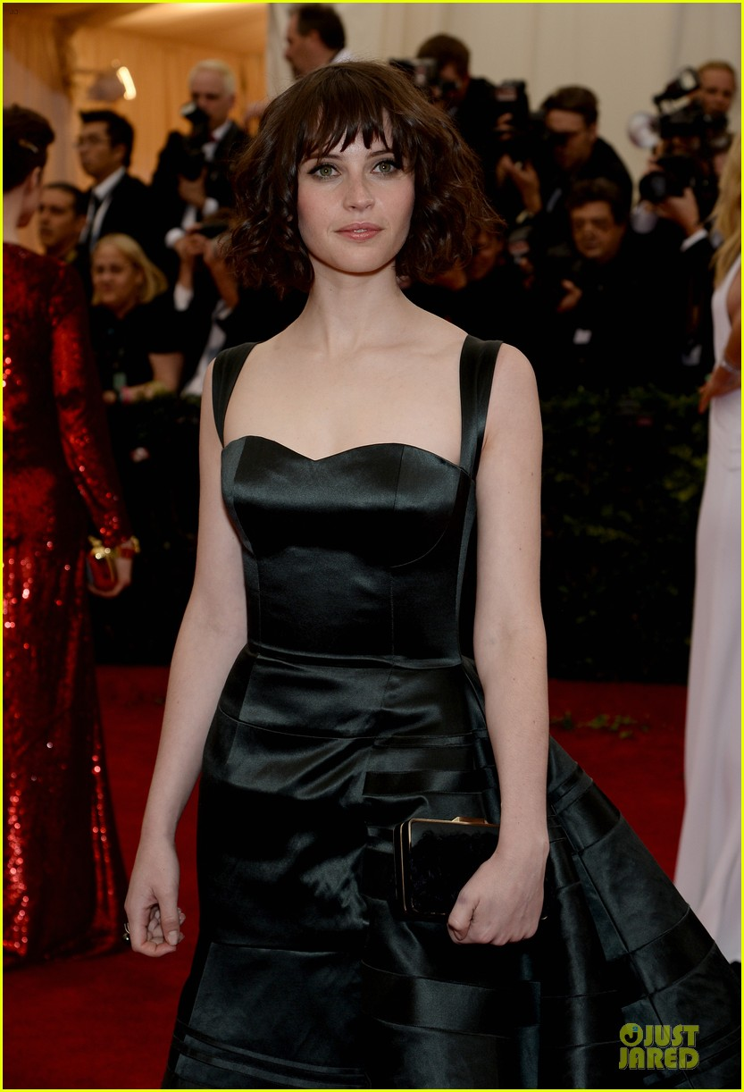 felicity jones amazing met ball 2014 023106052