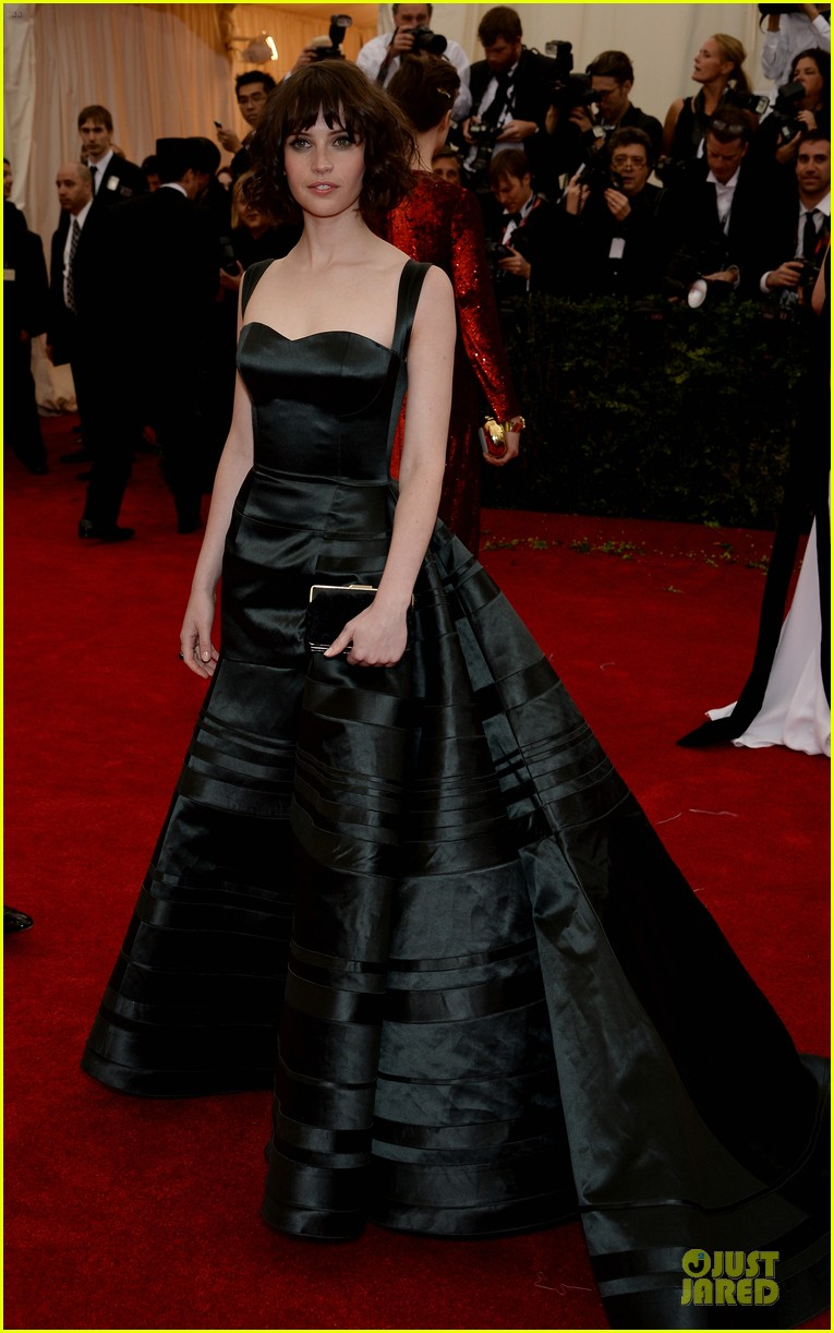 felicity jones amazing met ball 2014 073106057