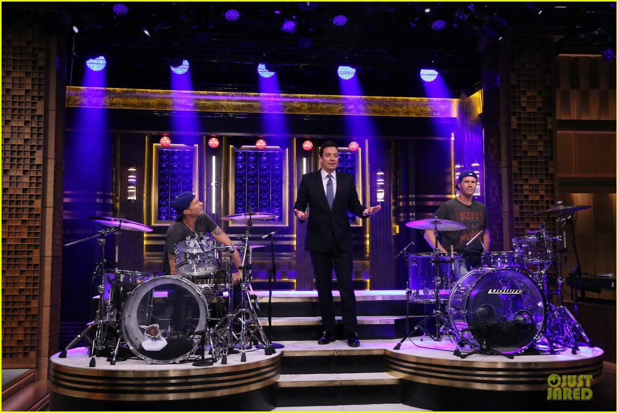 will ferrell chad smith drum off on tonight show 033120339