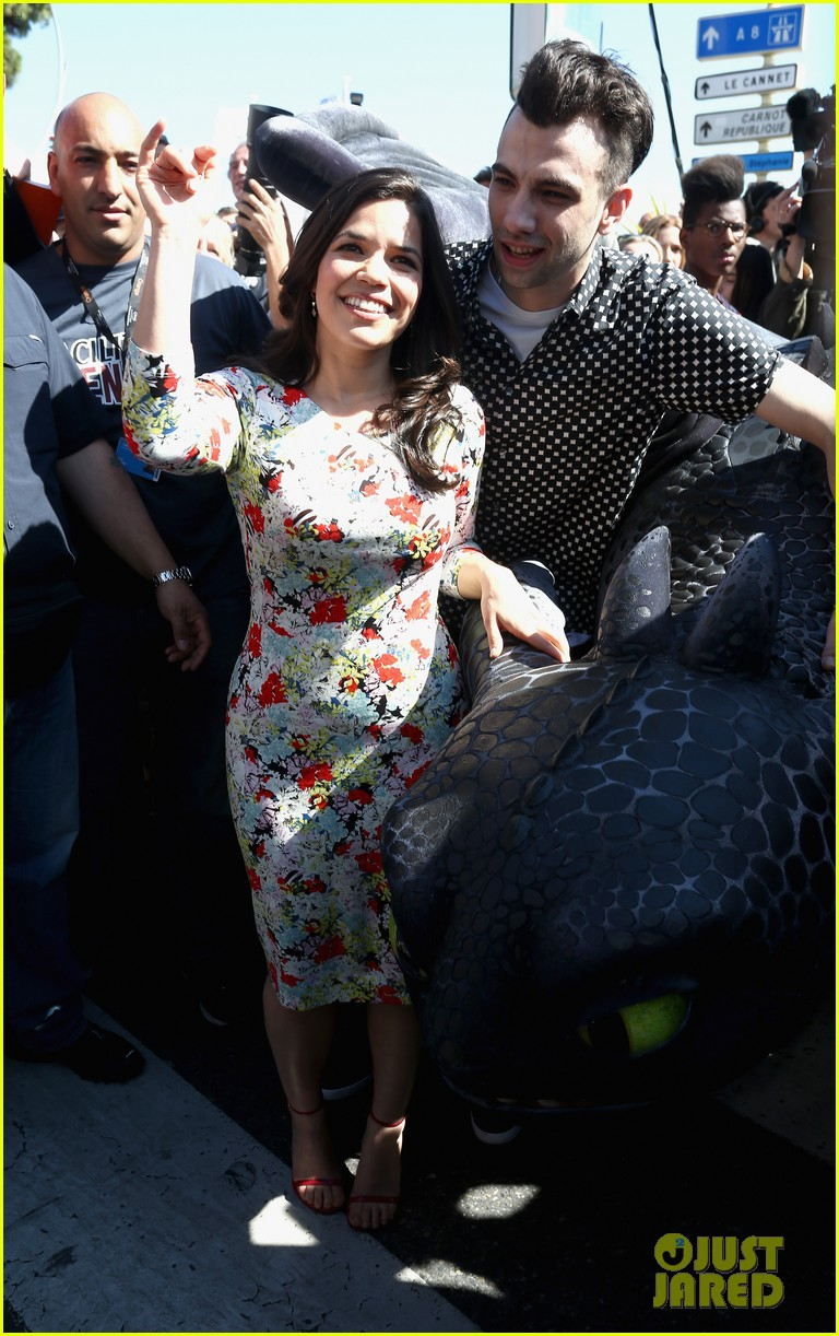 america ferrera takes toothless the dragon to cannes 063114499