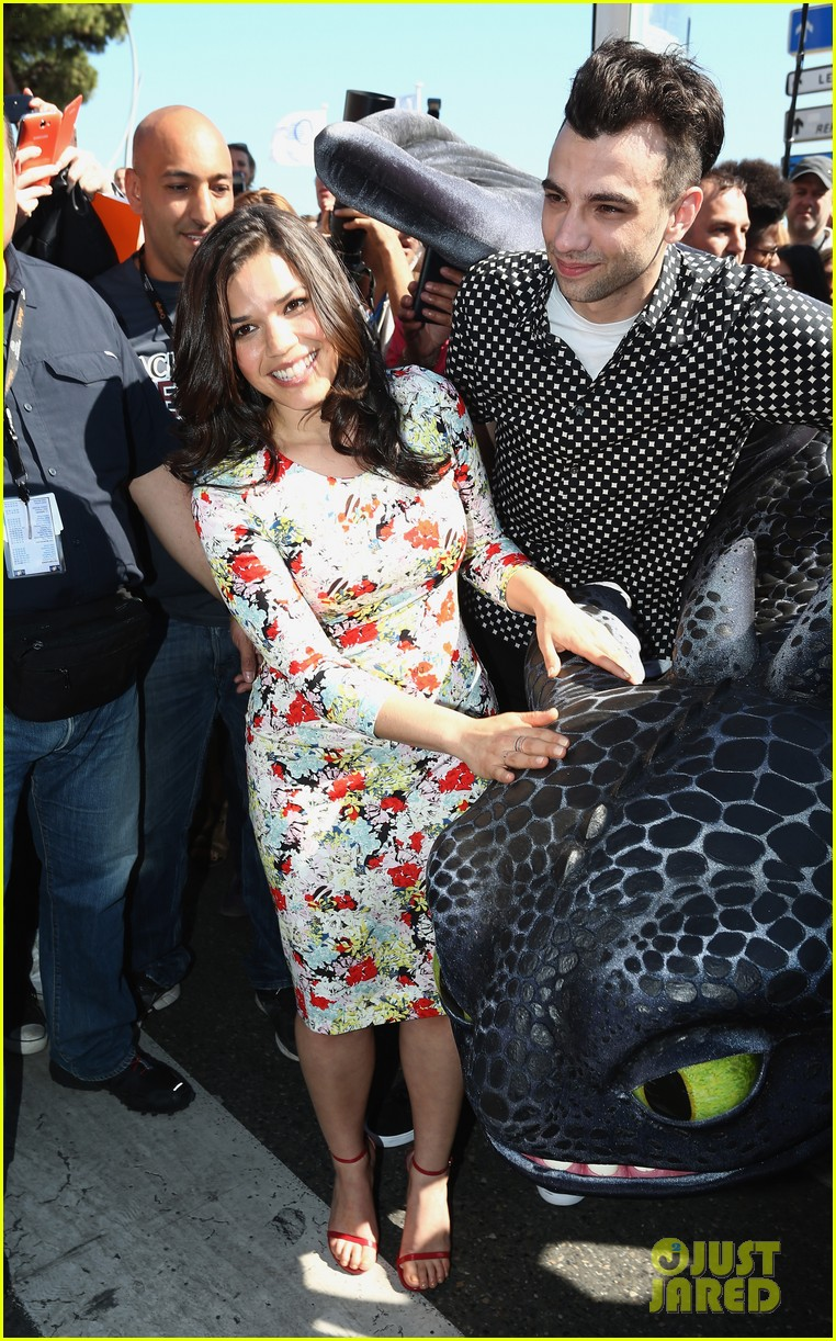 america ferrera takes toothless the dragon to cannes 073114500