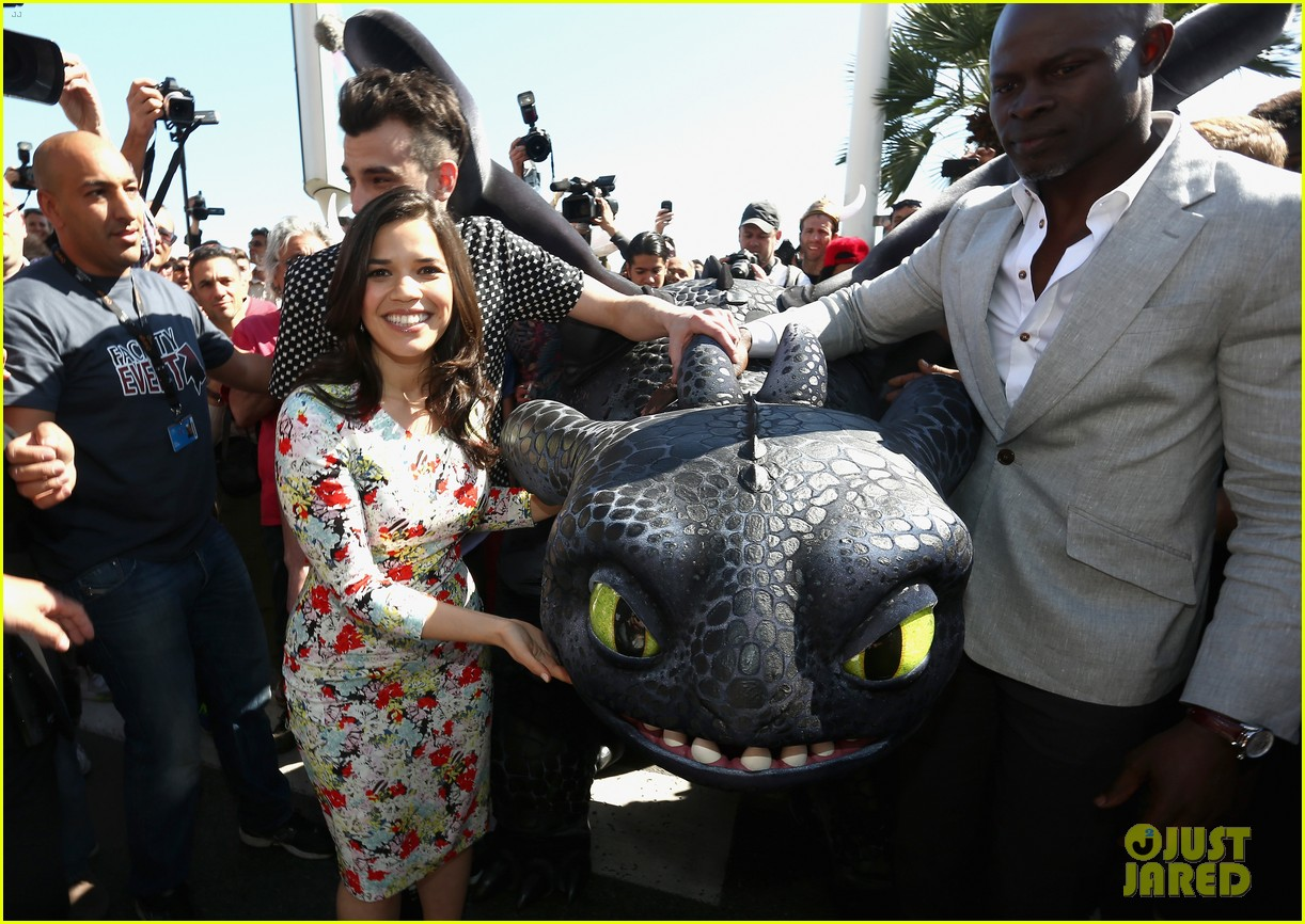america ferrera takes toothless the dragon to cannes 093114502
