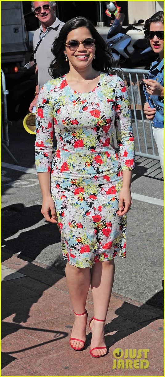america ferrera takes toothless the dragon to cannes 133114506