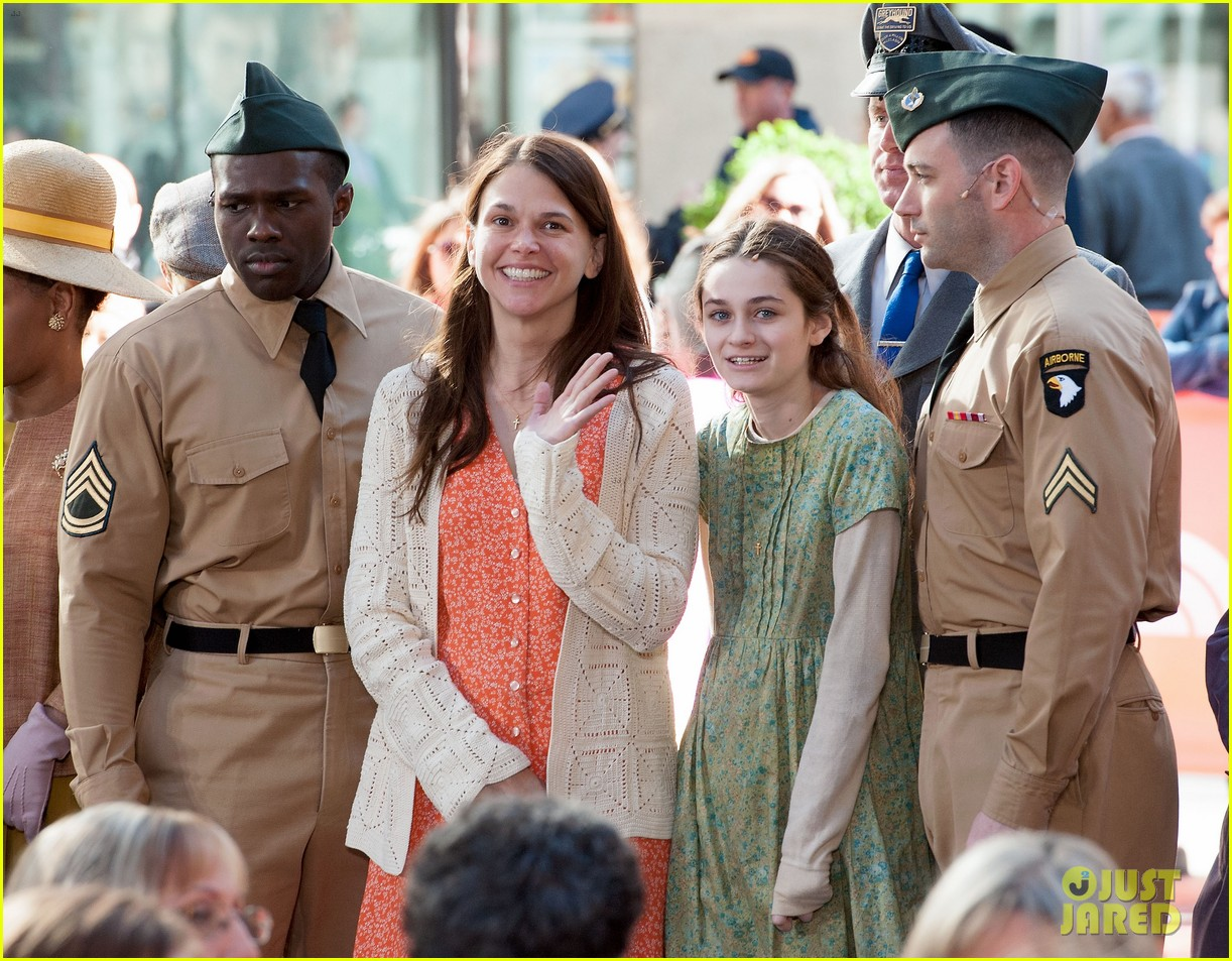 sutton foster performs on my way with cast of violet on the today show watch now 093106758