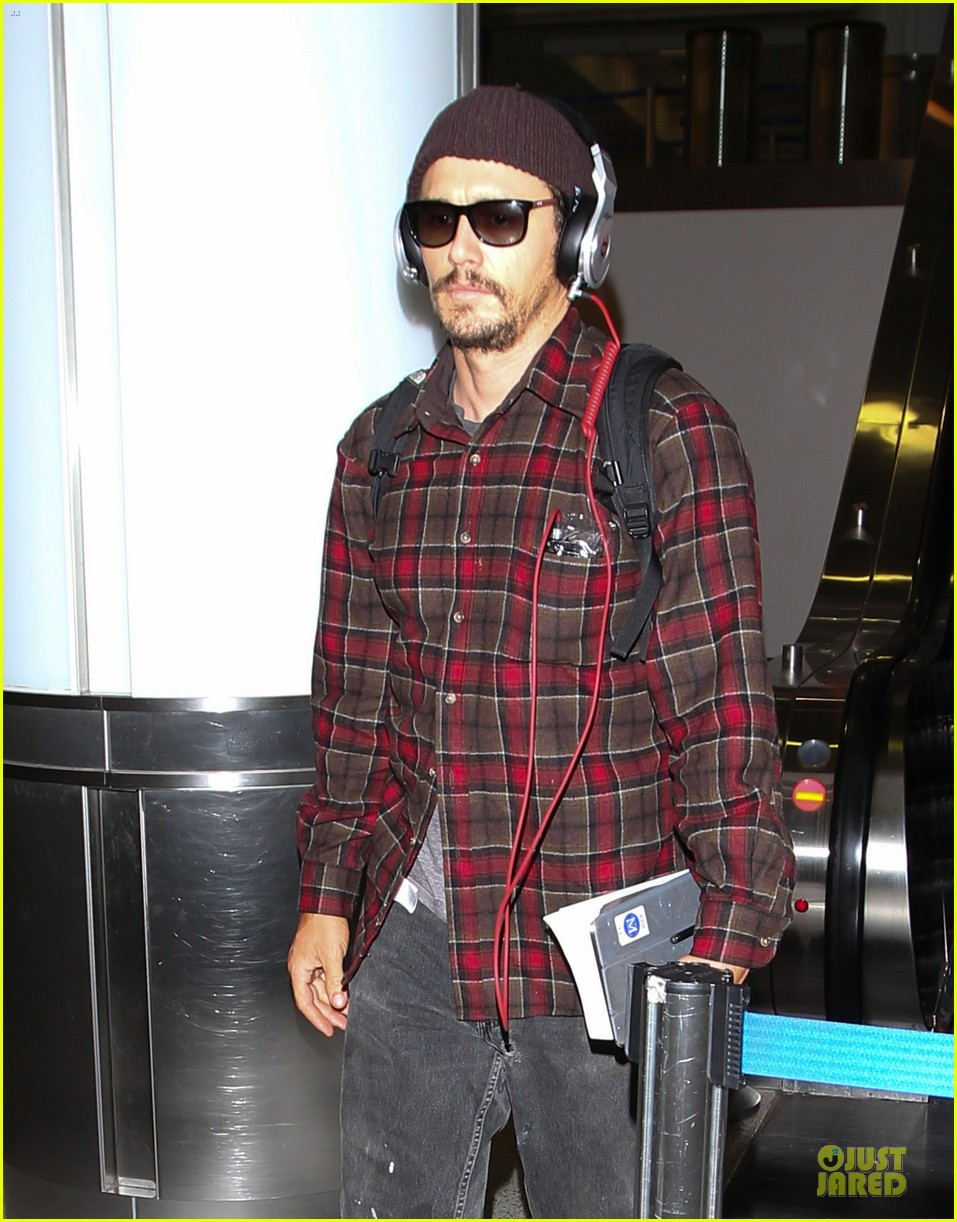 james franco noise with cool headphones at lax 02
