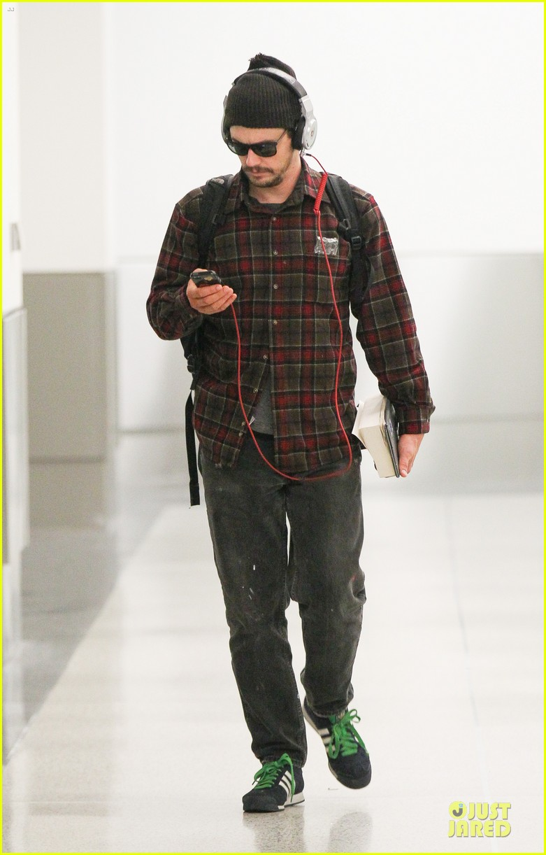 james franco noise with cool headphones at lax 053111808