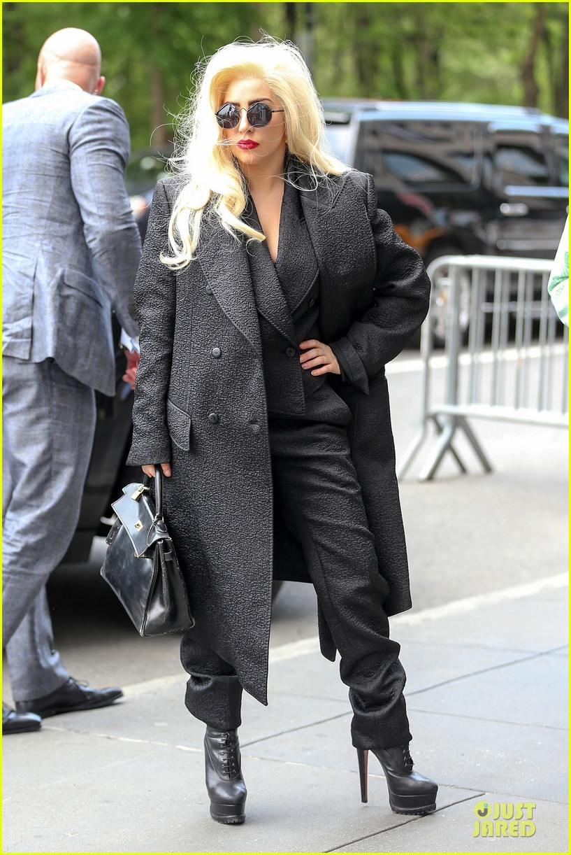 lady gaga finds it uncool to lip sync 123121165