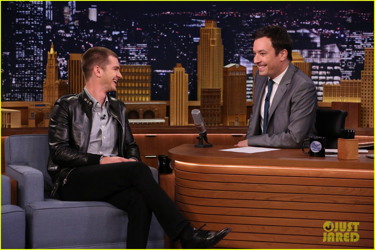 andrew garfield sings spider man theme jimmy fallon 023103620