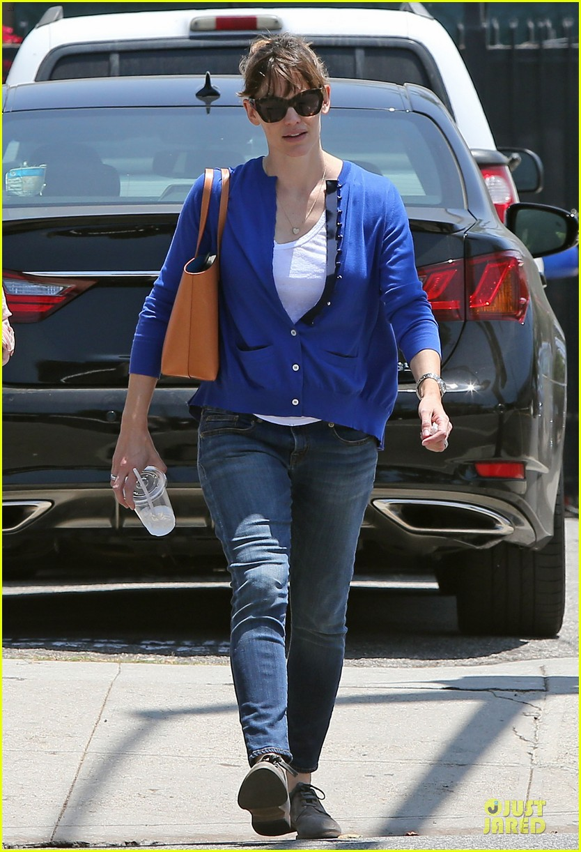 jennifer garner flawless skin morning workouts 053122987