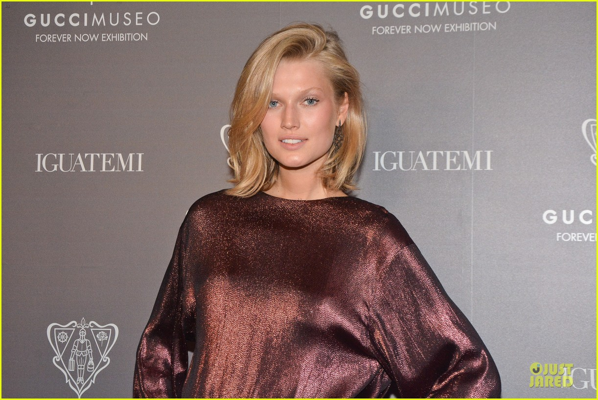 toni garrn sexy back at gucci museo exhibit 04