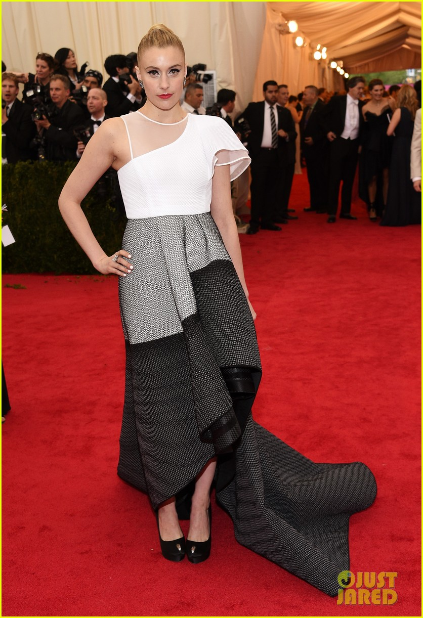 greta gerwig wears a tight bun to the met ball 2014 03