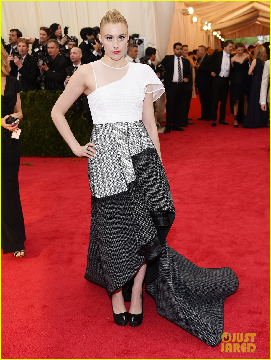 greta gerwig wears a tight bun to the met ball 2014 043106399