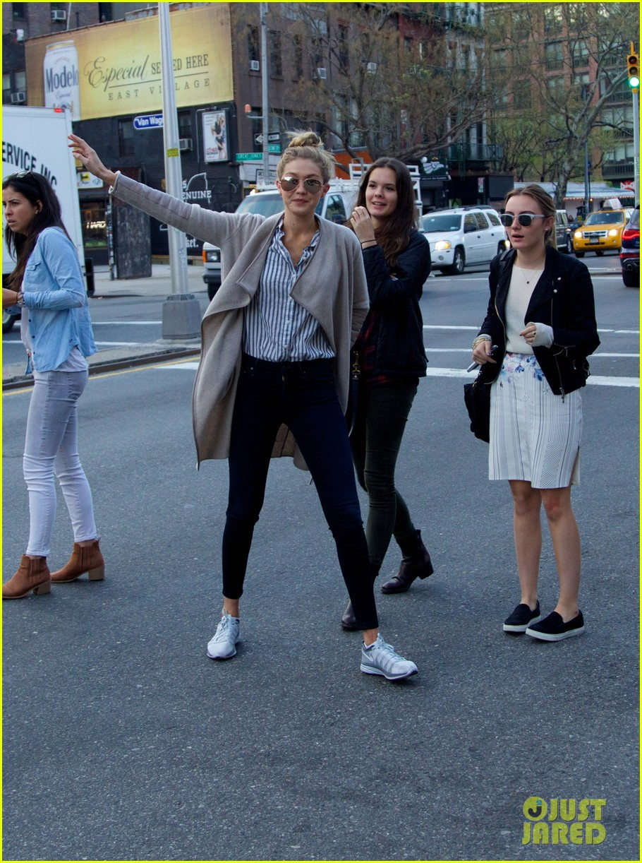 gigi hadid hail taxi late lunch 07