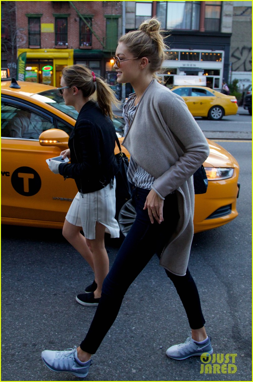 gigi hadid hail taxi late lunch 103104015