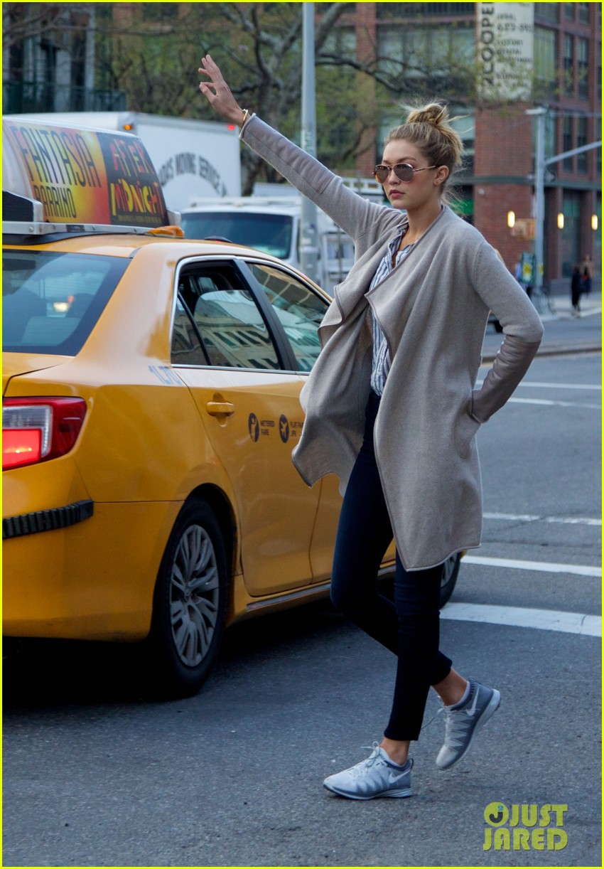 gigi hadid hail taxi late lunch 133104018
