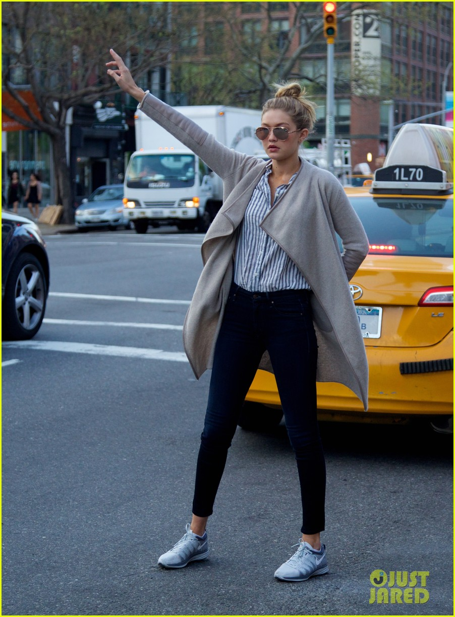 gigi hadid hail taxi late lunch 153104020