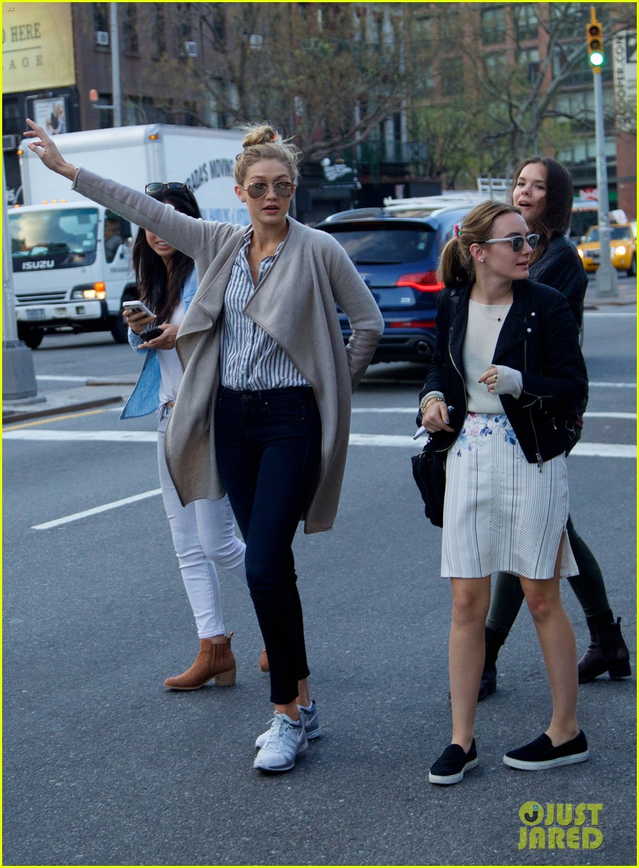 gigi hadid hail taxi late lunch 193104024
