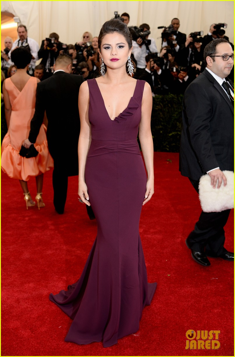selena gomez is absolutely stunning at met ball 2014 03