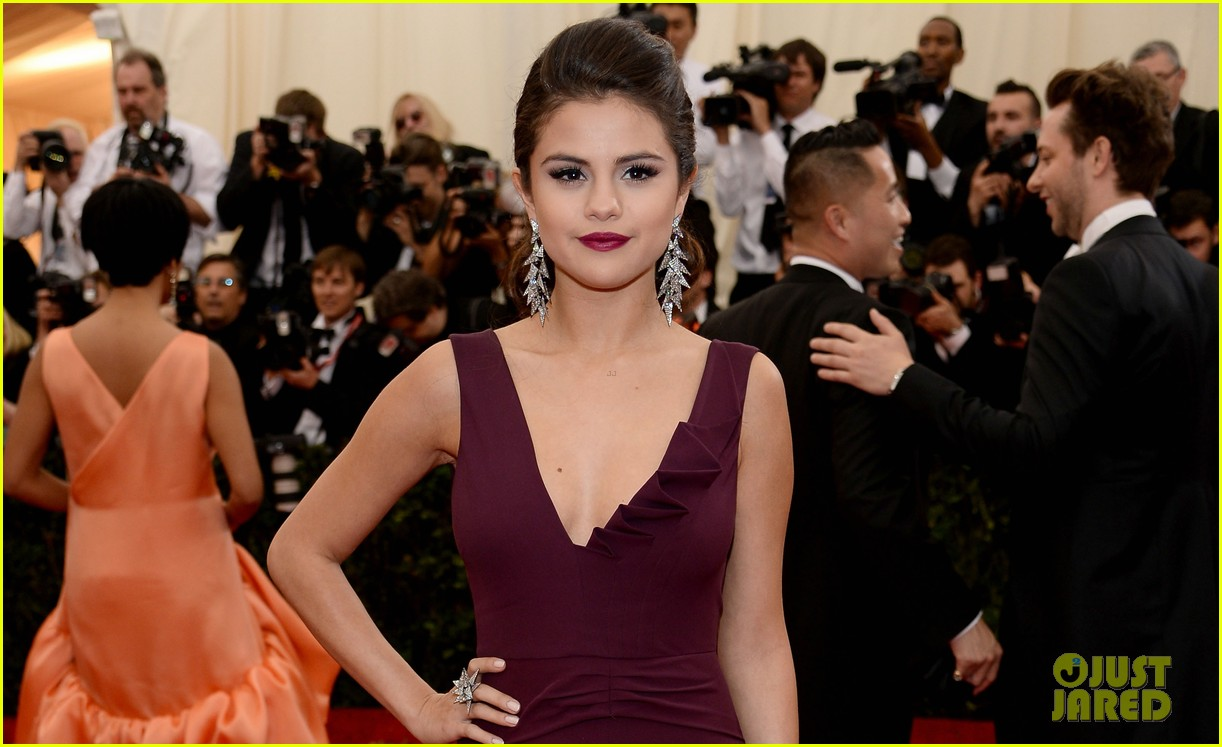 selena gomez is absolutely stunning at met ball 2014 04