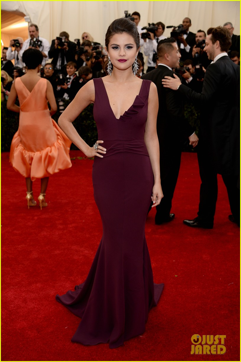 selena gomez is absolutely stunning at met ball 2014 053106045