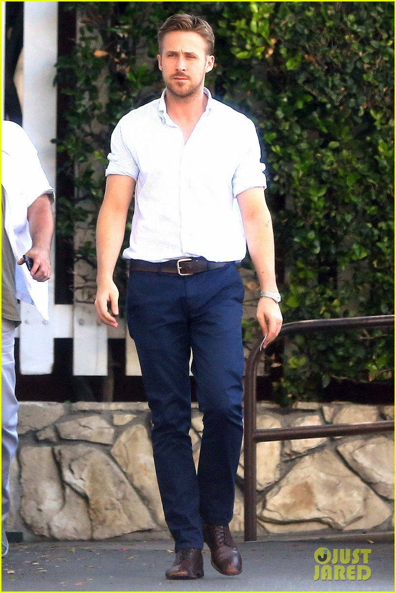 ryan gosling pretty much always looks perfect 133125587