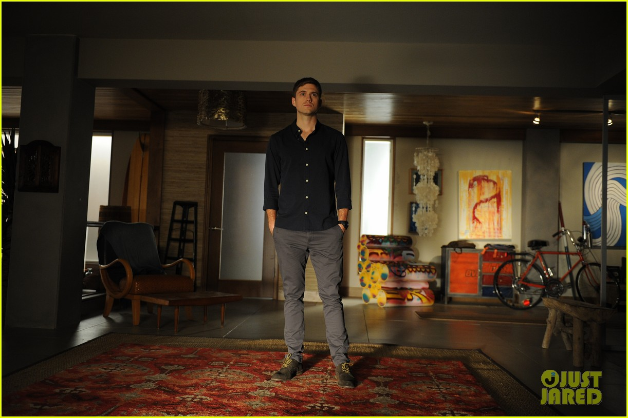 graceland first look season two photos exclusive 013108065