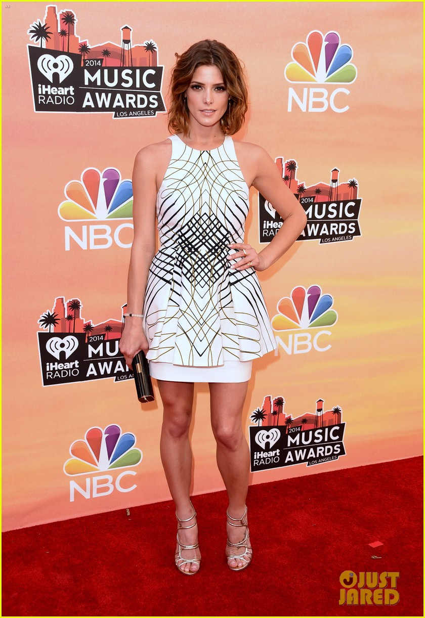 ashley greene iheartradio music awards 2014 013103304