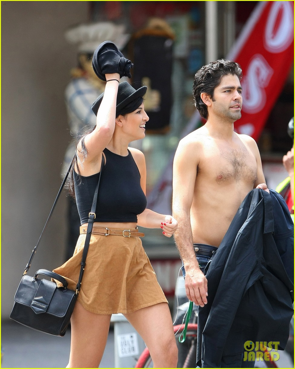 adrian grenier takes his shirt off while walking through nyc streets 043103733