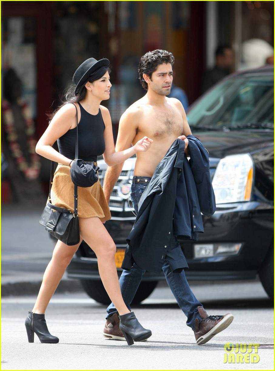 adrian grenier takes his shirt off while walking through nyc streets 10