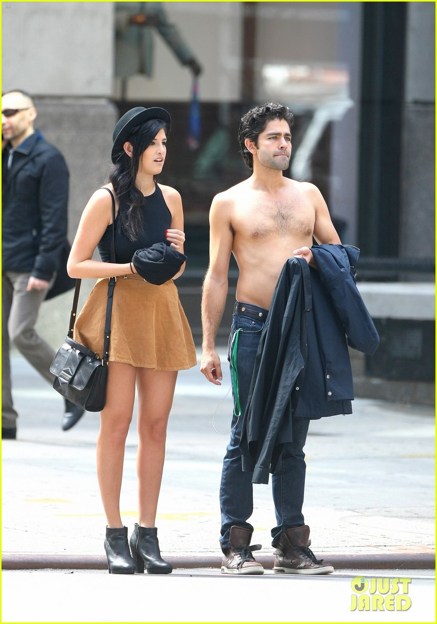 adrian grenier takes his shirt off while walking through nyc streets 123103741