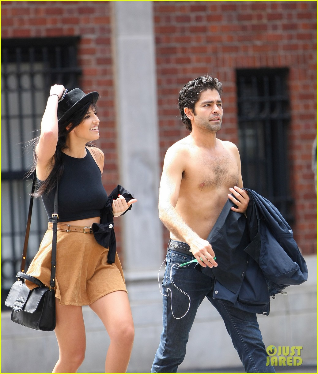 adrian grenier takes his shirt off while walking through nyc streets 133103742