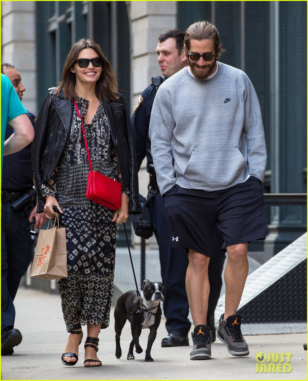 jake gyllenhaal alyssa miller first spotting in months 02