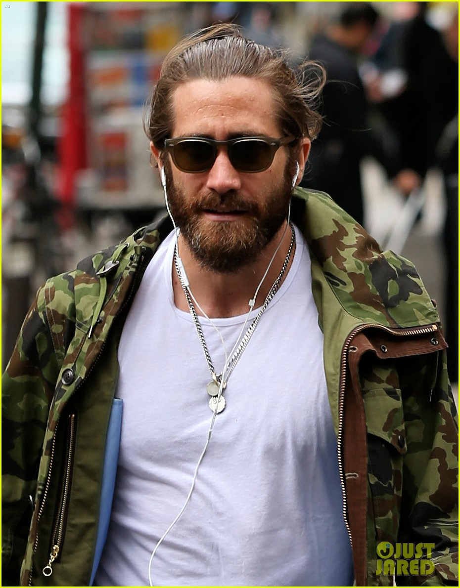 jake gyllenhaal reportedly looking to buy a tribeca townhouse 023114428