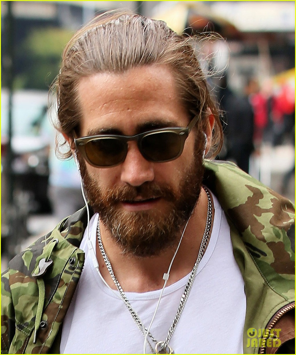 jake gyllenhaal reportedly looking to buy a tribeca townhouse 033114429