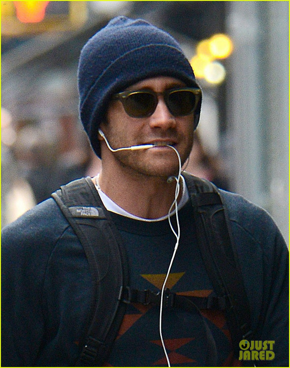 jake gyllenhaal finally shaves his beard off 033117488