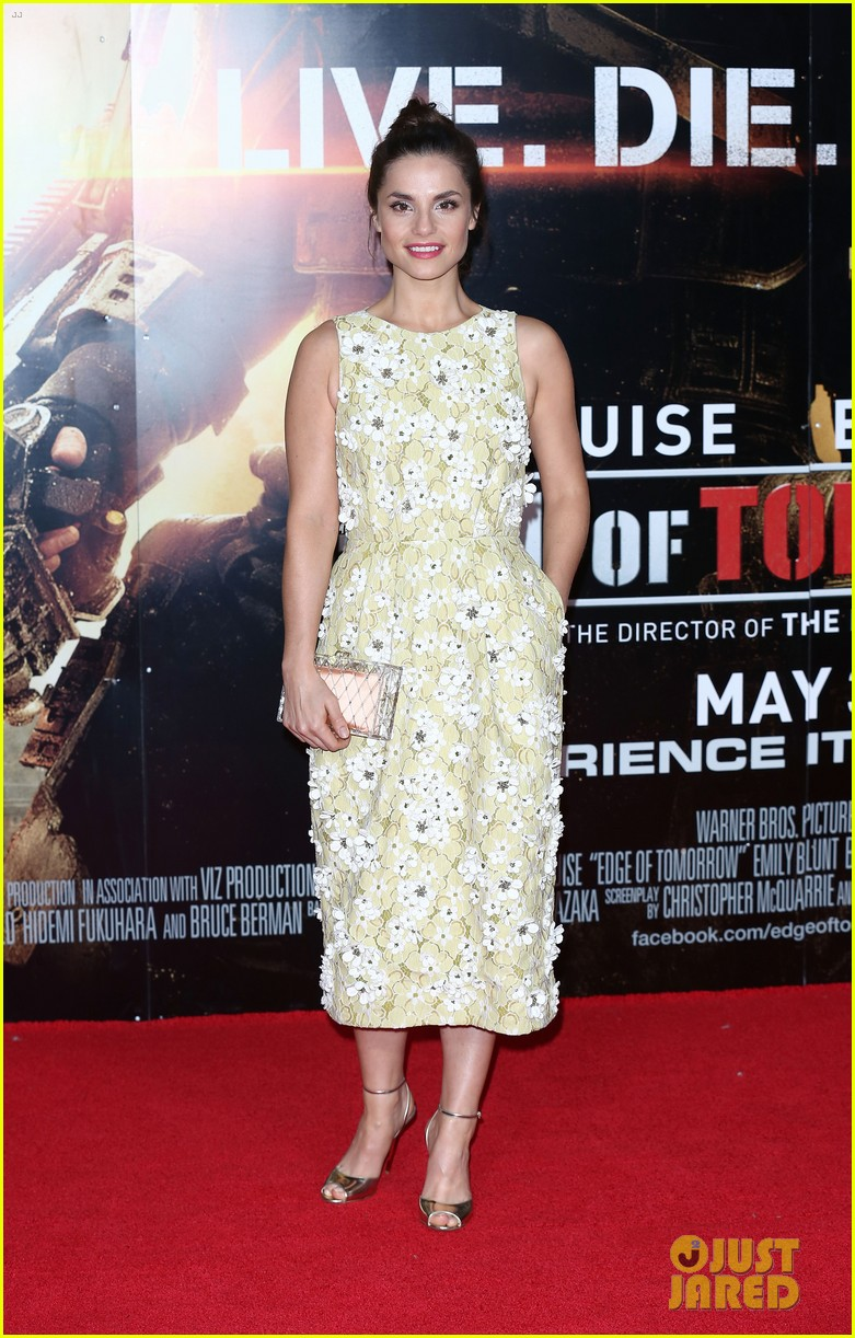 tom hardy supports girlfriend charlotte riley at edge of tomorrow london premiere 11