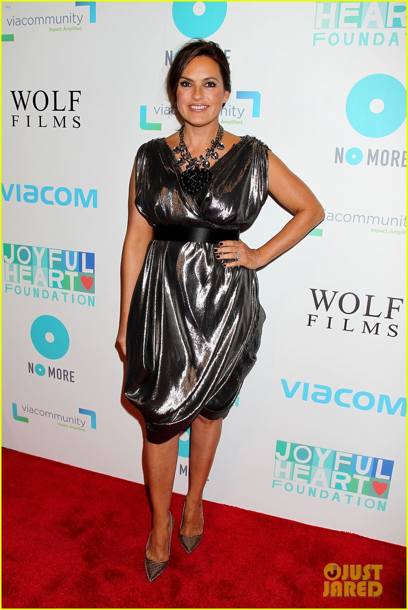 mariska hargitay gets support from celeb pals for joyful heart 113124281