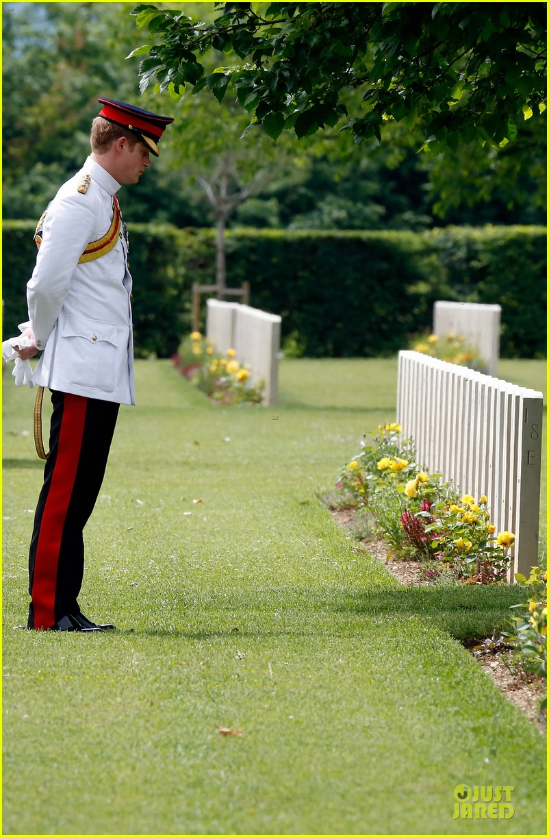 prince harry respects at cassino war cemetery 063117784