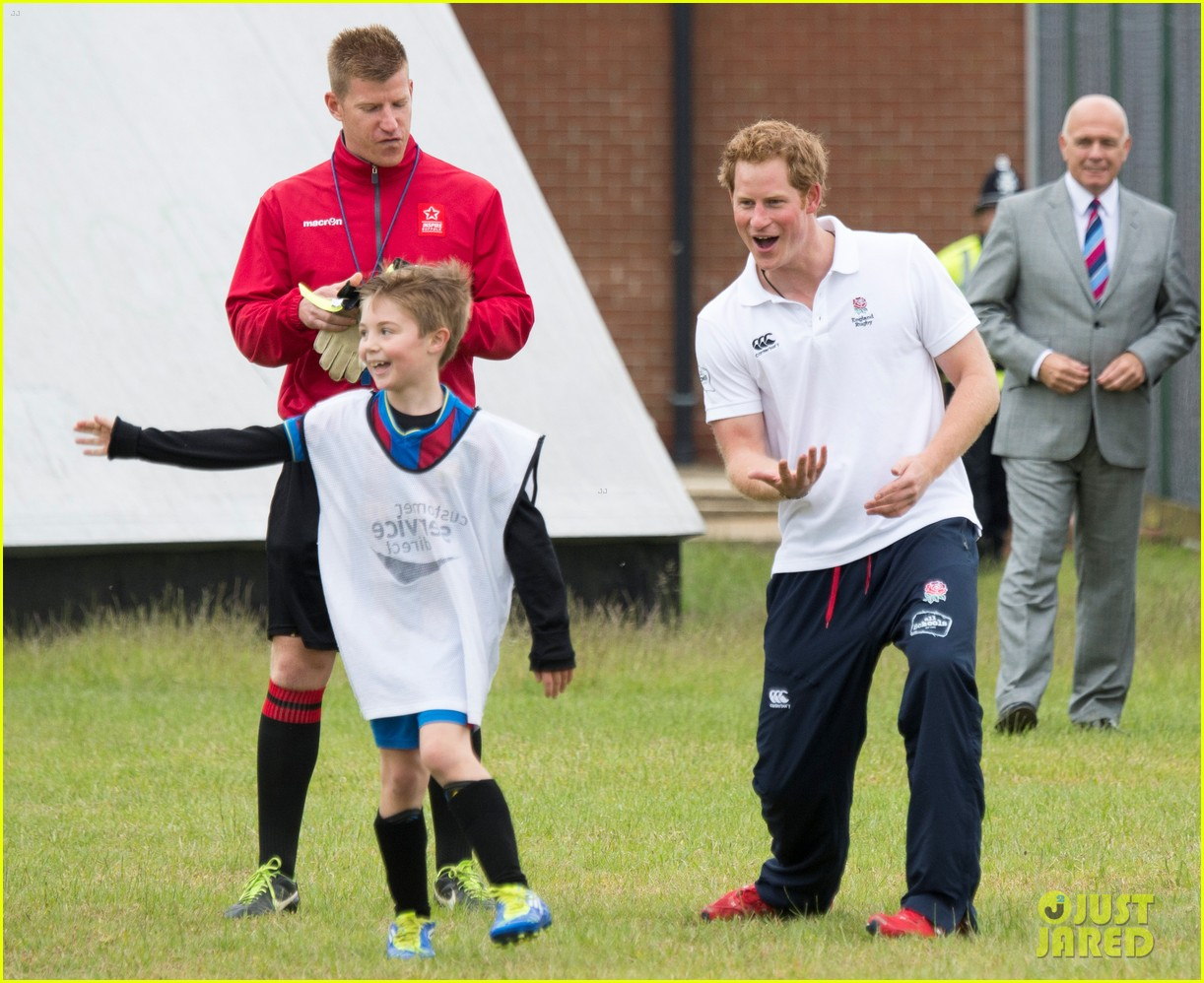 prince harry plays rugby schoolkids flashes his abs in the process 013123854
