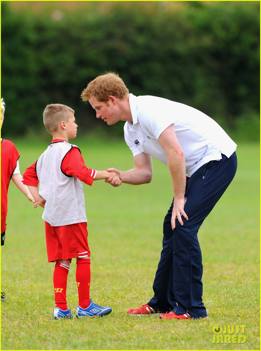 prince harry plays rugby schoolkids flashes his abs in the process 033123856