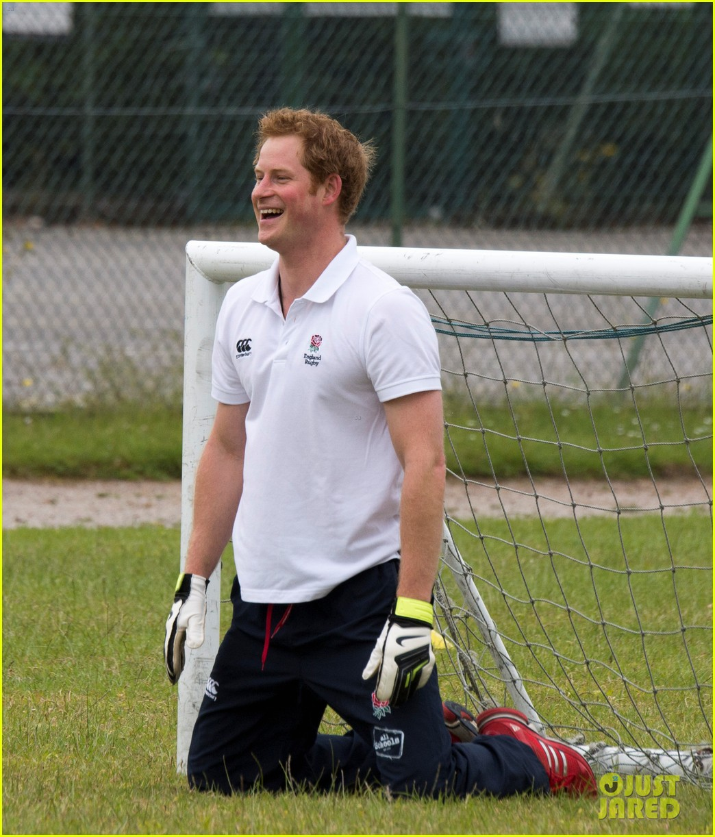 prince harry plays rugby schoolkids flashes his abs in the process 093123862
