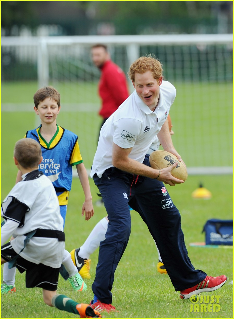 prince harry plays rugby schoolkids flashes his abs in the process 18