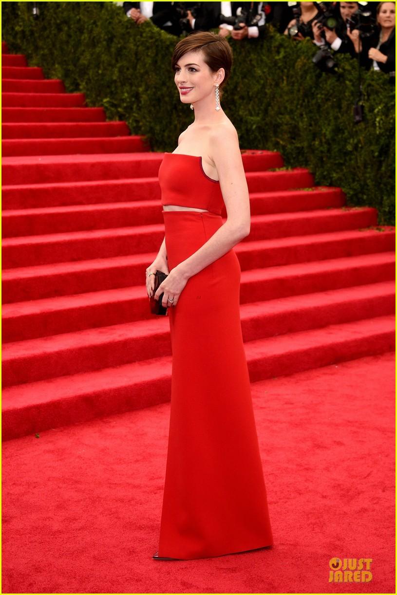 Anne Hathaway Flashes Midriff In Red Hot Dress At Met Ball