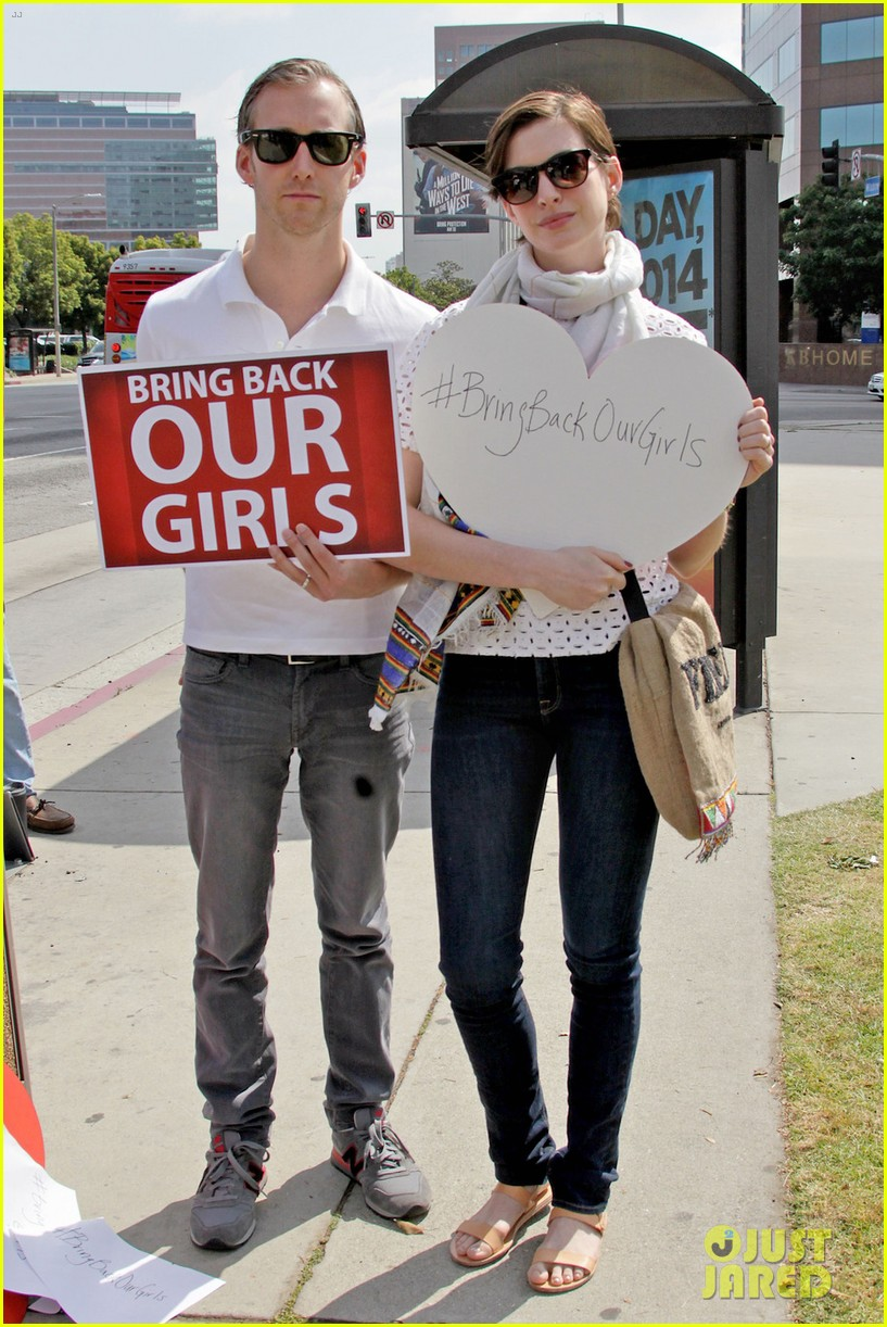 anne hathaway joins protestors at bring back our girls rally 043108852