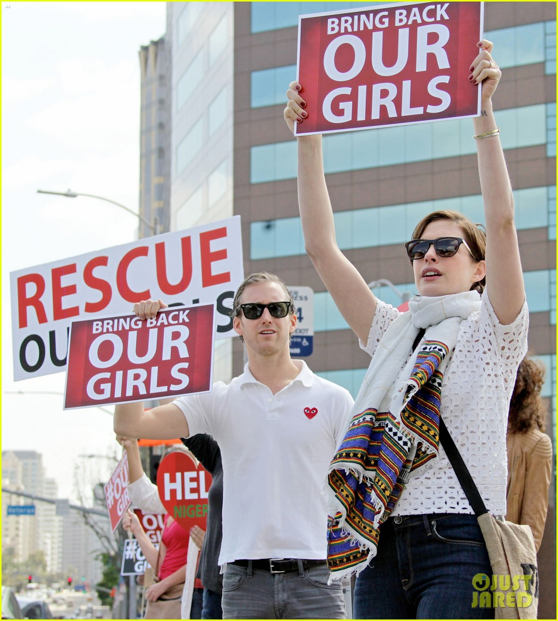 anne hathaway joins protestors at bring back our girls rally 053108853