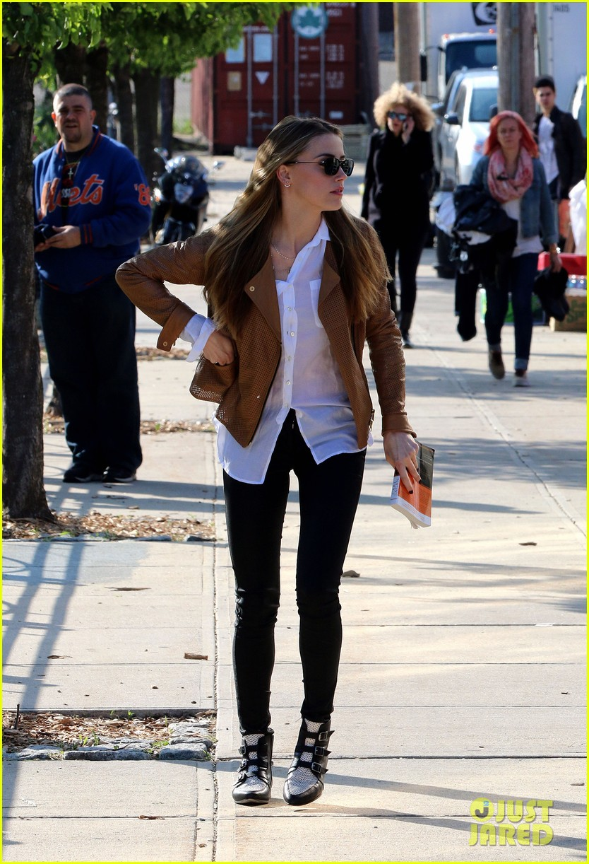 amber heard johnny depp passionately kiss in new york 093124175
