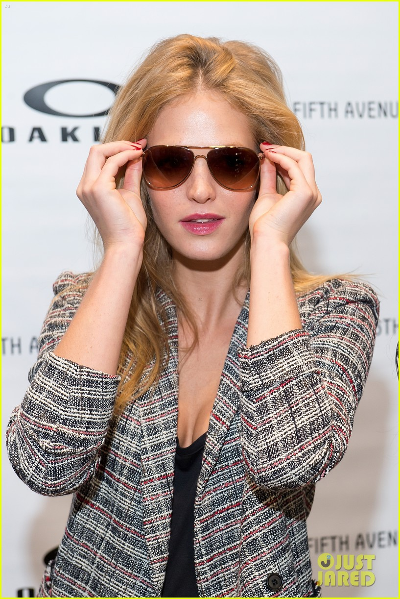 erin heatherton tries on some sleek shades oakley store opening 083103767