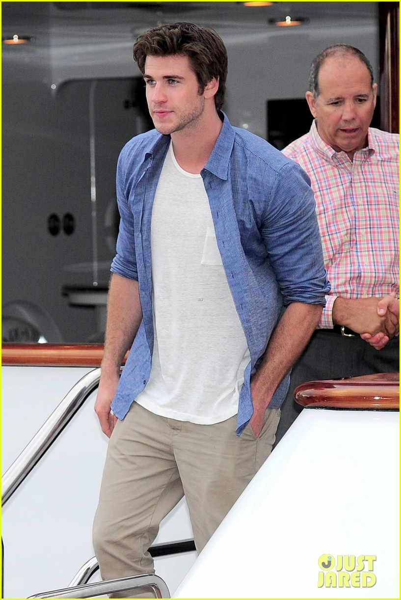 liam hemsworth josh hutcherson hunger games cannes party 013115885